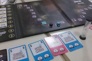 Spielfeld und Karten zu 'Safe House'